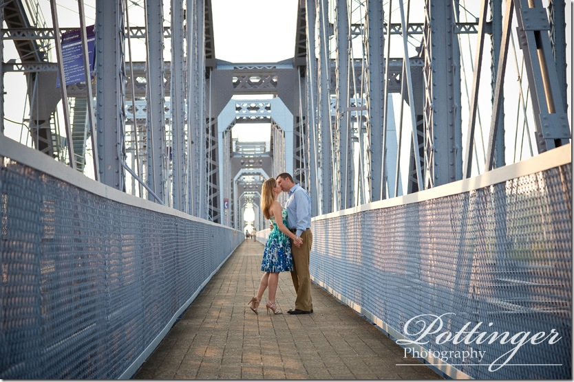 PottingerPhotoEngagementCincinnatiBridgeAultPark1