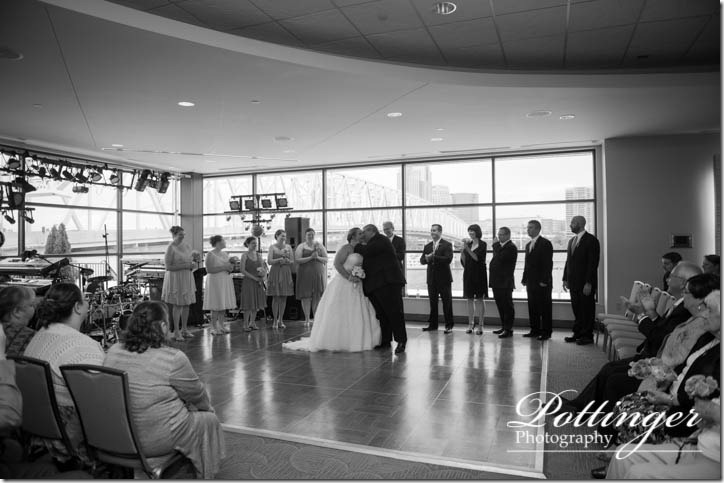 PottingerPhotographyNewportAquariumwedding-12