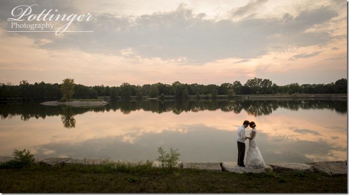 PottingerPhotoLakeLyndsayBeachHousewedding-000