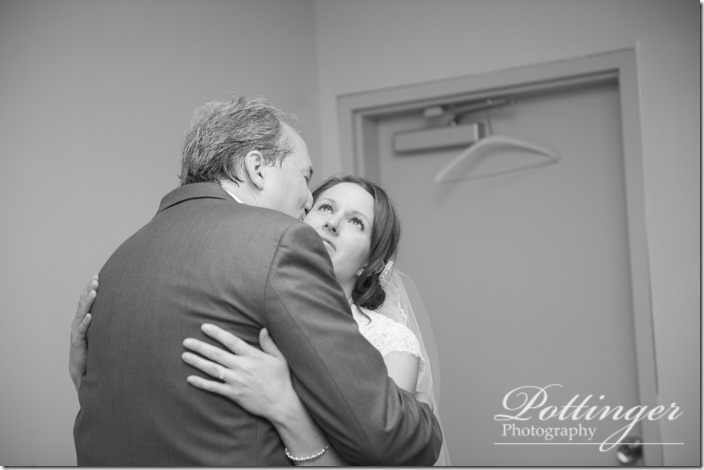 PottingerPhotoLakeLyndsayBeachHousewedding-15