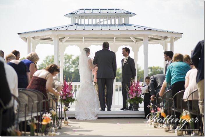 PottingerPhotoLakeLyndsayBeachHousewedding-16