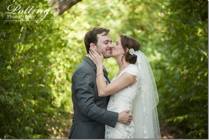 PottingerPhotoLakeLyndsayBeachHousewedding-22