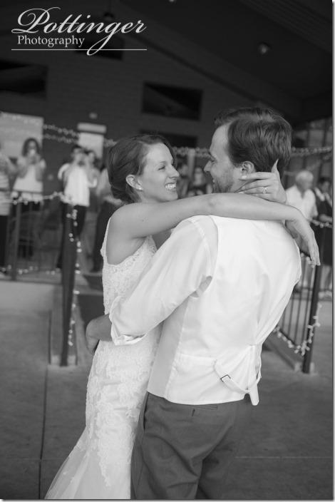 PottingerPhotoLakeLyndsayBeachHousewedding-29