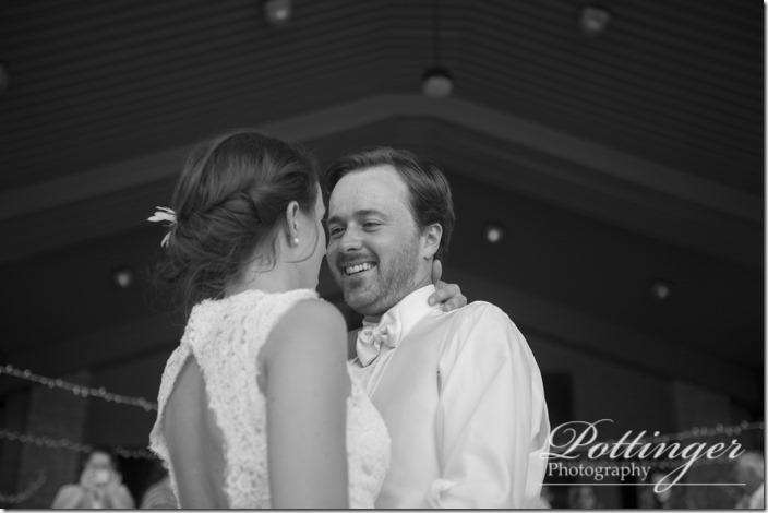 PottingerPhotoLakeLyndsayBeachHousewedding-30