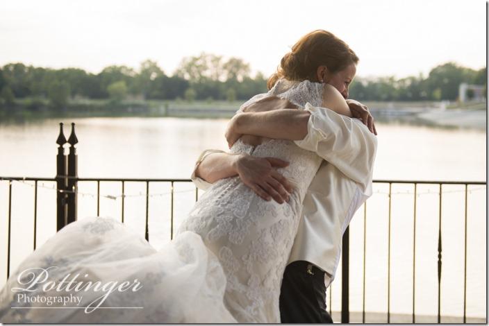 PottingerPhotoLakeLyndsayBeachHousewedding-31