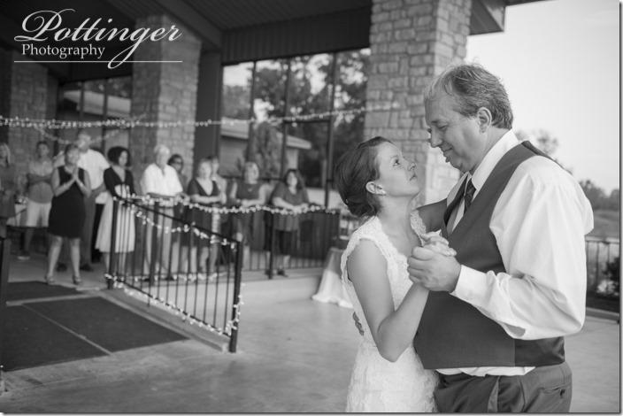 PottingerPhotoLakeLyndsayBeachHousewedding-32