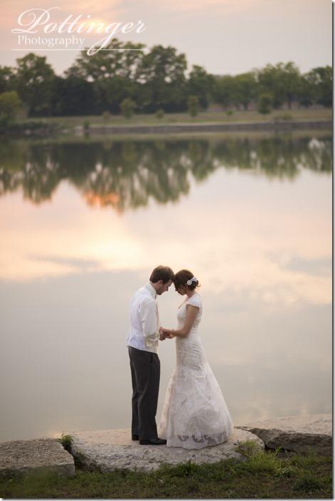 PottingerPhotoLakeLyndsayBeachHousewedding-34