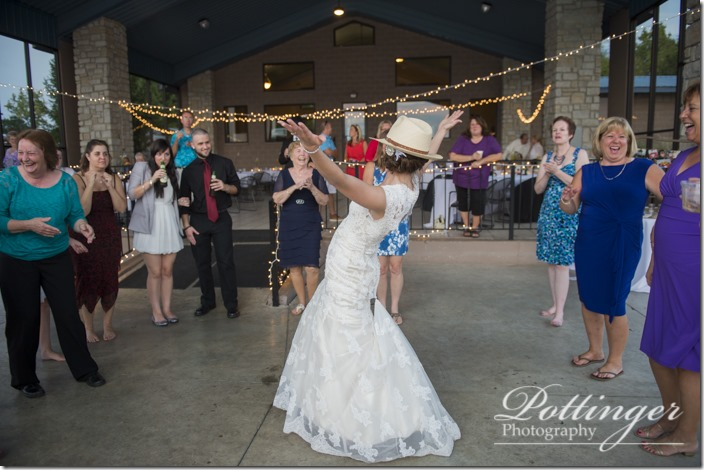 PottingerPhotoLakeLyndsayBeachHousewedding-36