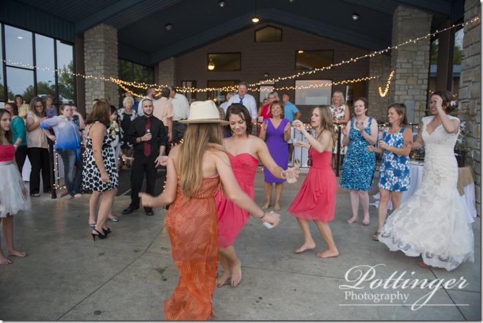 PottingerPhotoLakeLyndsayBeachHousewedding-37