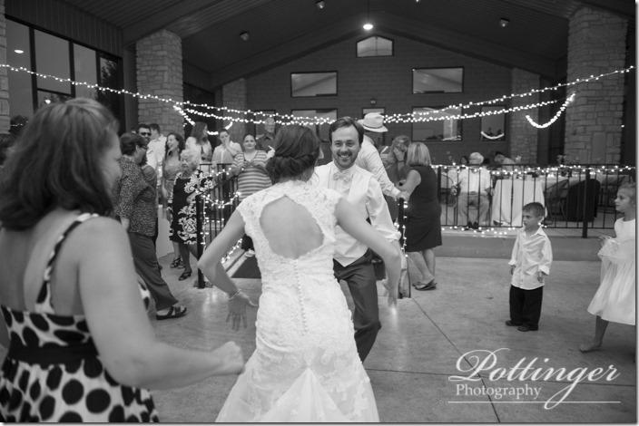 PottingerPhotoLakeLyndsayBeachHousewedding-39