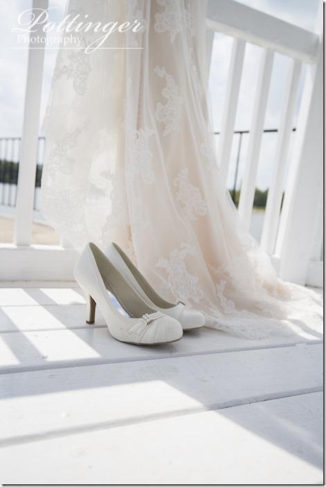 PottingerPhotoLakeLyndsayBeachHousewedding-3