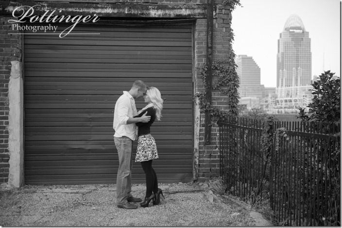 PottingerPhotoRiversideDriveBridgeengagement-10