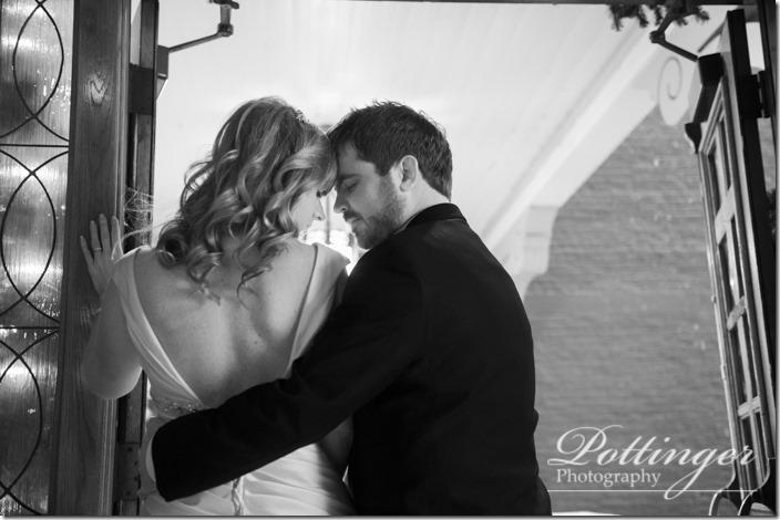 PottingerPhotoTheBellEventCentreCincinnatiwinterwedding-12