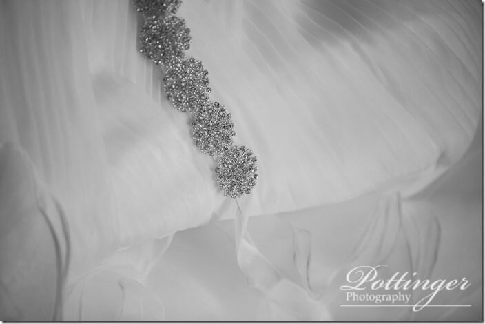 PottingerPhotoCincinnatiWeddingPhotographerEmbassySuitesRiverCenter-0227