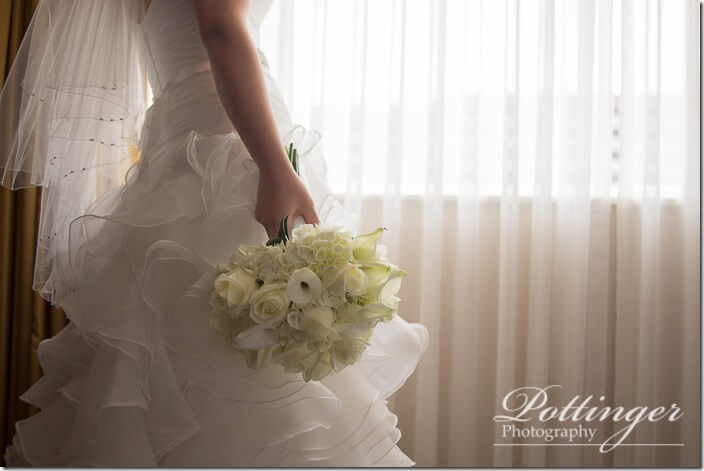 PottingerPhotoCincinnatiWeddingPhotographerEmbassySuitesRiverCenter-0275