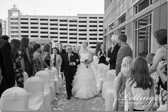 PottingerPhotoCincinnatiWeddingPhotographerEmbassySuitesRiverCenter-13