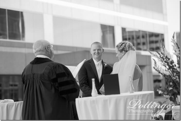 PottingerPhotoCincinnatiWeddingPhotographerEmbassySuitesRiverCenter-15