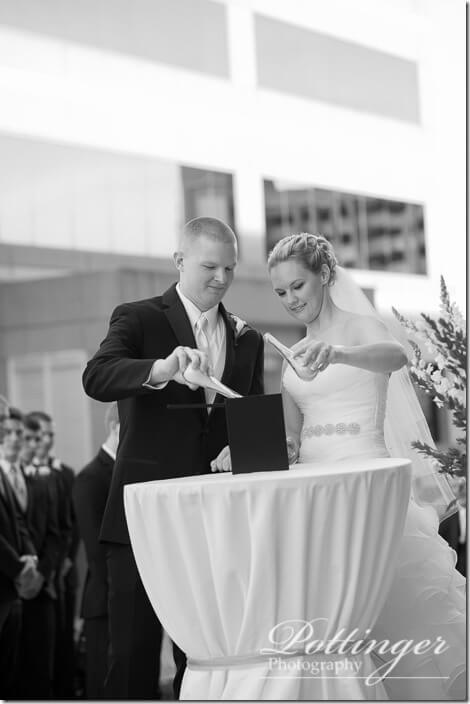 PottingerPhotoCincinnatiWeddingPhotographerEmbassySuitesRiverCenter-17