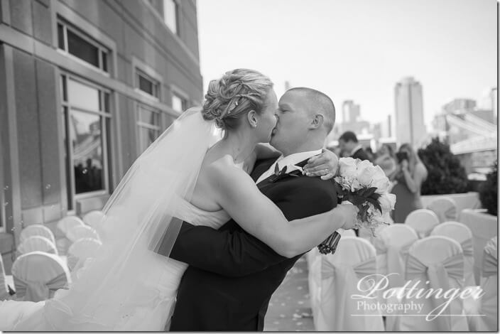 PottingerPhotoCincinnatiWeddingPhotographerEmbassySuitesRiverCenter-21