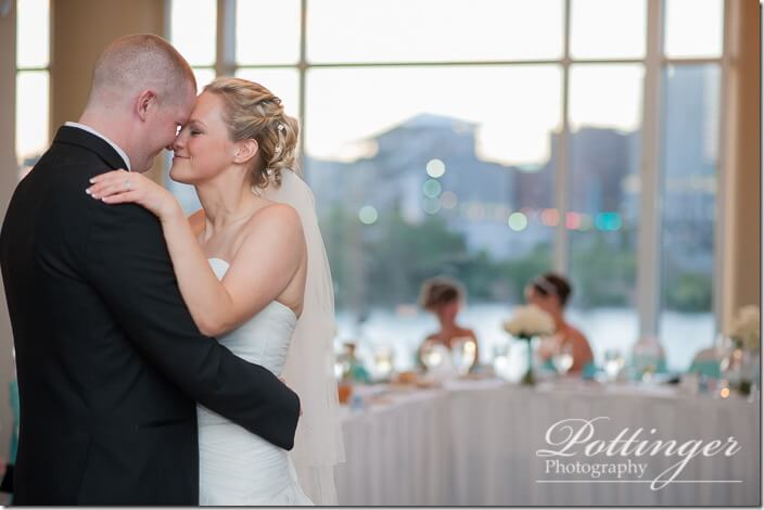 PottingerPhotoCincinnatiWeddingPhotographerEmbassySuitesRiverCenter-36