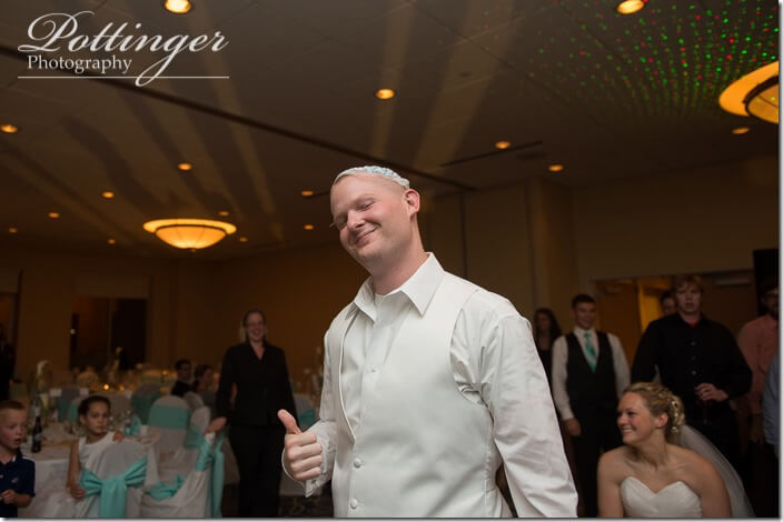 PottingerPhotoCincinnatiWeddingPhotographerEmbassySuitesRiverCenter-37