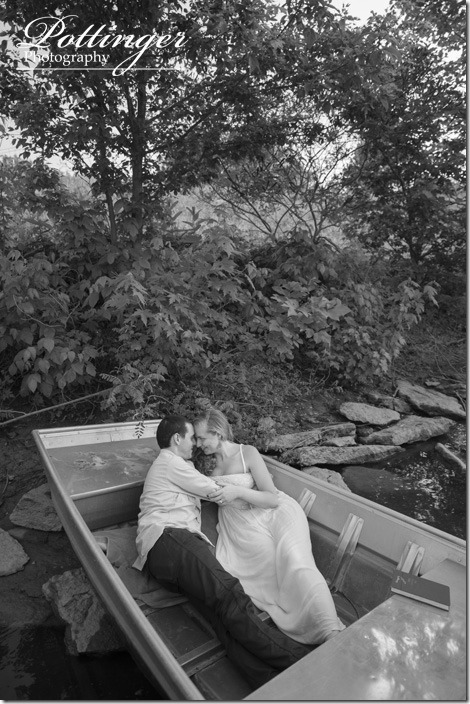 PottingerPhotoWintonWoodsrowboatengagement11