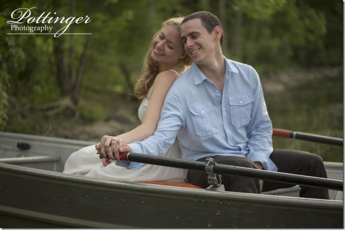 PottingerPhotoWintonWoodsrowboatengagement12