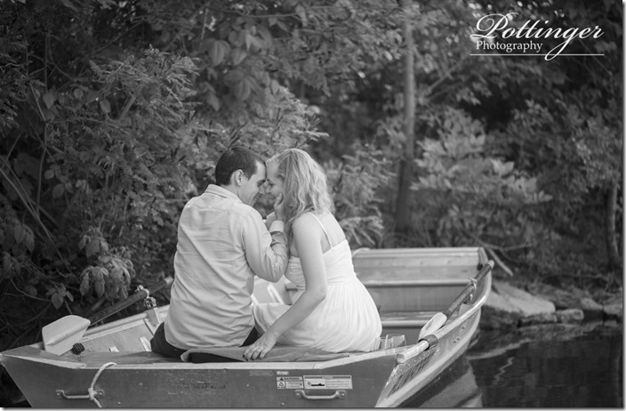 PottingerPhotoWintonWoodsrowboatengagement3