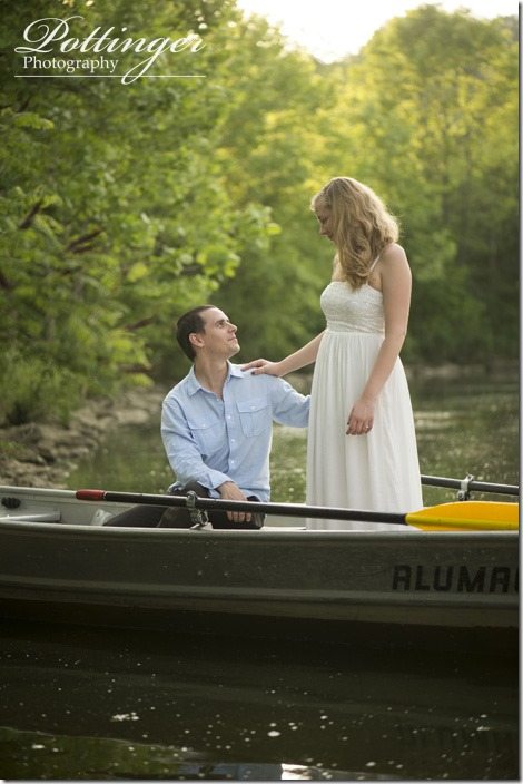 PottingerPhotoWintonWoodsrowboatengagement6