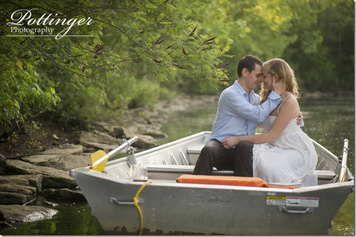 PottingerPhotoWintonWoodsrowboatengagement7
