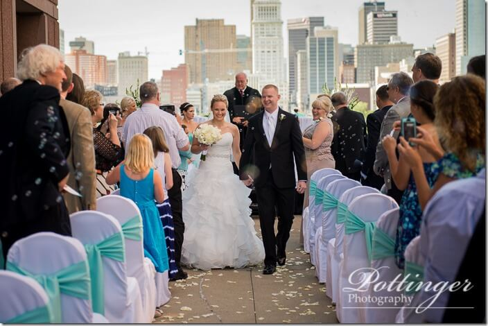 PottingerPhotoCincinnatiWeddingPhotographerEmbassySuitesRiverCenter-20