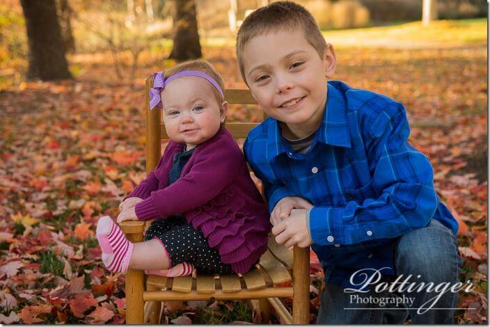 PottingerPhotoFallfamilyportraitWoodlandMound-3436